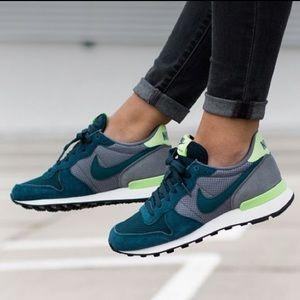 Nike || Internationalist Sneakers Teal Gray Green